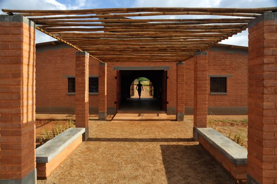 8_Manica Community Centre_exterior shading